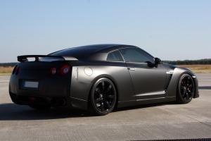 Nissan-GTR